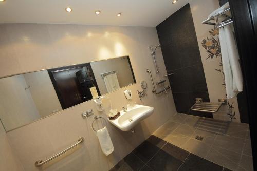 Double or Twin Room - single occupancy Hotel Château Viñasoro 5