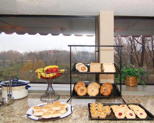 The View Inn & Suites Bethlehem /Allentown /Lehigh Airport - Bethlehem, PA 18020