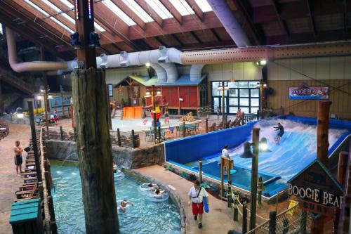 Hotels Vacation Als Near Six Flags Great Escape Lodge Usa Trip101