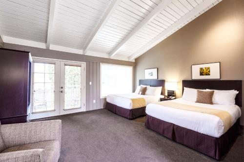 . Earthbox Inn & Spa