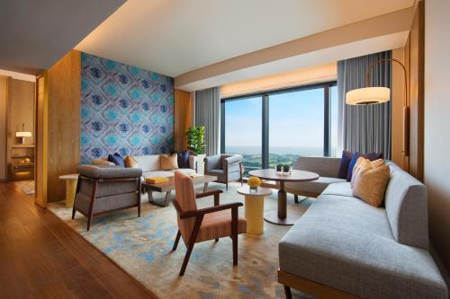 Andaz Large Suite Twin