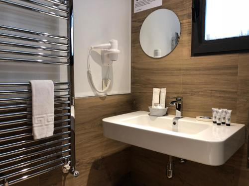 Double or Twin Room with Terrace Hotel Gredos Maria Justina 3