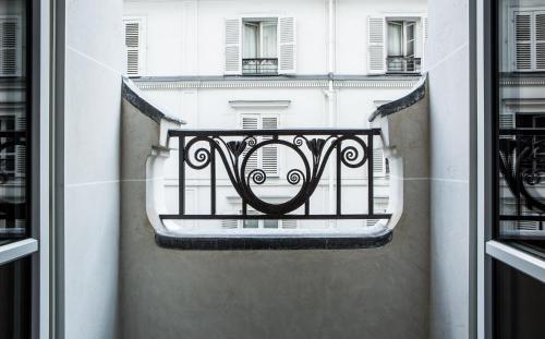 Hôtel du Rond-Point des Champs-Elysees - Esprit de France Двухместный номер Делюкс с 1 кроватью