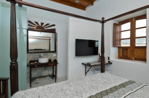 King Room with Mountain View Finca Isolina Hotel Boutique 12