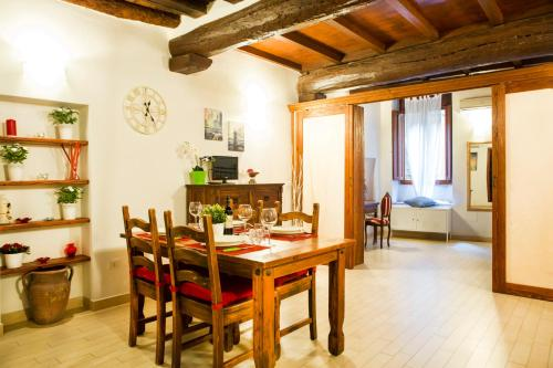Art Apartment Vicolo del Panìco, Pension in Florenz