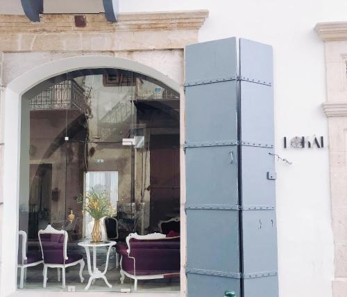 Ayíou Lazárou 98, 6020 Larnaca, Cyprus.
