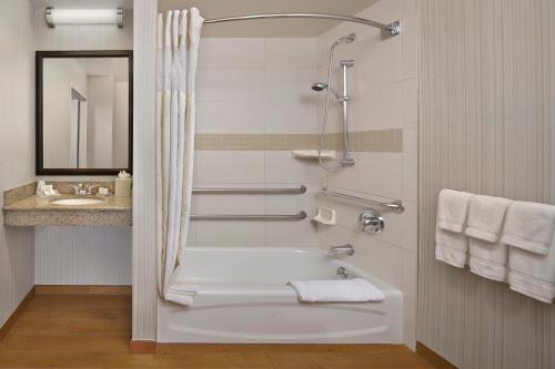 Hilton Garden Inn Danbury - Danbury, CT 06811