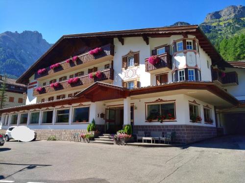 Albergo Arnica - Hotel - Canazei di Fassa