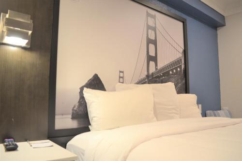 Super 8 by Wyndham San Francisco/Near the Marina - image 5