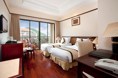 Phòng Deluxe 2 Giường Đơn Nhìn Ra Biển - Bao Cả 3 Bữa (Deluxe Twin Room with Sea View - Full Board)