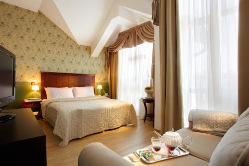 Executive Room (2 adults + 1 child)