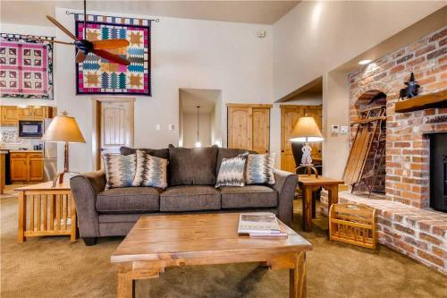 Comfortably Furnished 2 Bedroom - Norwegian Log 204 - Steamboat Springs, CO 80487