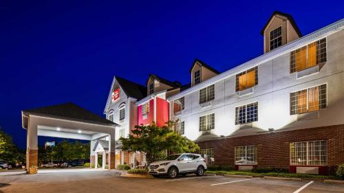 Best Western Plus Lake Lanier Gainesville Hotel & Suites - Accommodation - Oakwood
