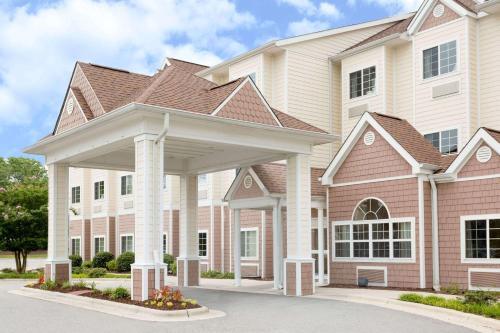 . Microtel Inn & Suites by Wyndham University Medical Park