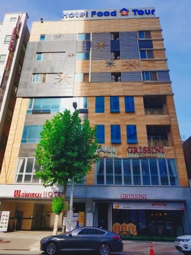 . F & T Hotel