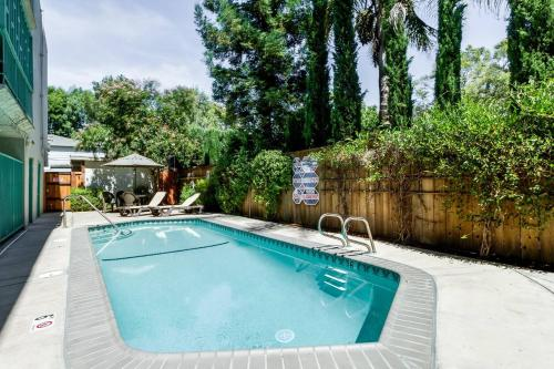 Safe and clean apartment near SJC and DTSJ, San Jose @INR 871 OFF ...