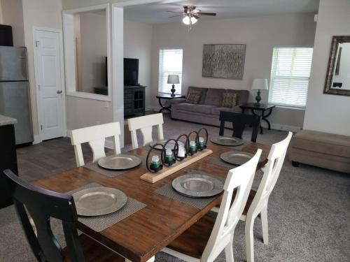 The Welch - Super Bowl Home Sleeps 14 /2 Miles From Downtown