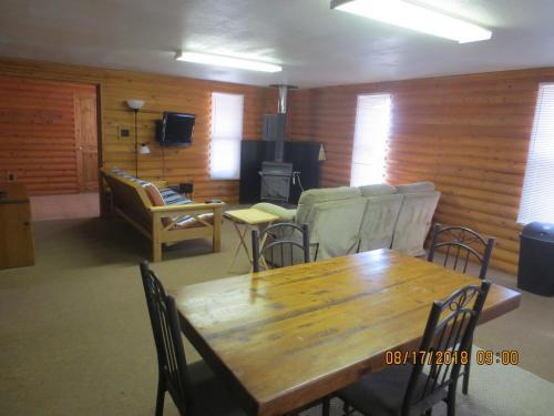 Log Cabin - Center, CO 81125