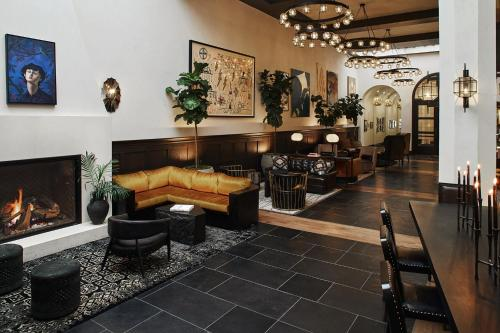 939 S Figueroa Street, Los Angeles, CA 90015, United States.