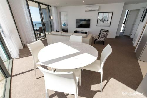 Two-Bedroom Apartment with Ocean View - Higher Floor - (No Housekeeping)