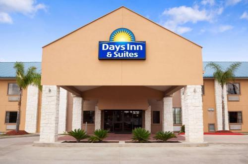 . Days Inn & Suites by Wyndham Conroe North