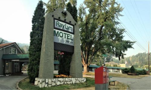 . Ray Lyn Motel