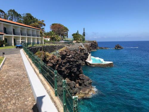 Quinta Dr. Américo Durão, Sitio da Terҁa, 9100-187 Santa Cruz, Madeira, Portugal.