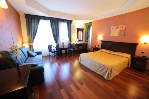 . Hotel Teocrito