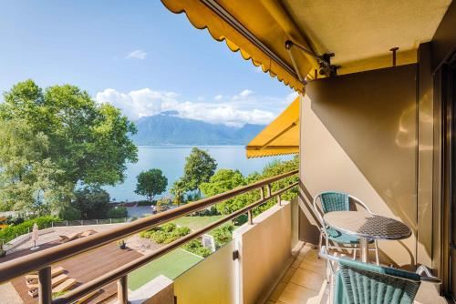 Standard Double Room with Balcony - Park and Lake View