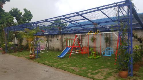 Meaungkorn Villa, Fang