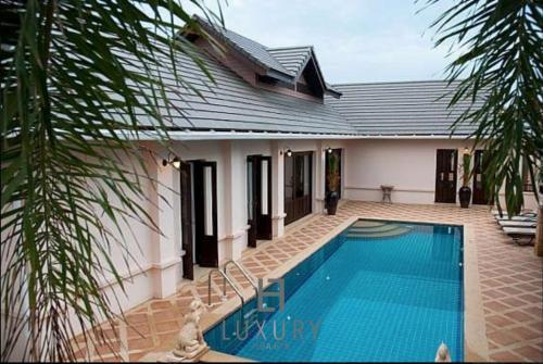 4 Bedroom Private Bali Style Villa HH1 4 Bedroom Private Bali Style Villa HH1