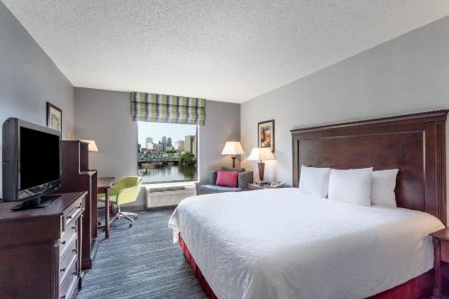 Hampton Inn & Suites Newark-Harrison-Riverwalk - Harrison, NJ NJ 07029