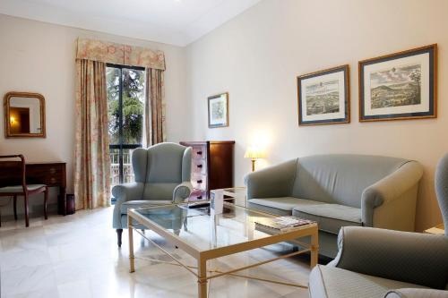 Suite Junior con vistas al jardín  Villa Jerez 13
