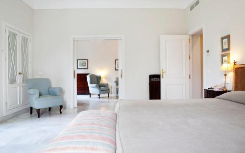Suite Junior con vistas al jardín  Villa Jerez 10