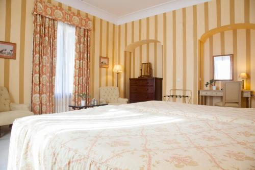 Double or Twin Room Villa Jerez 11