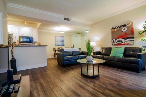 Prime Location   Luxury Westwood Apartment 111
