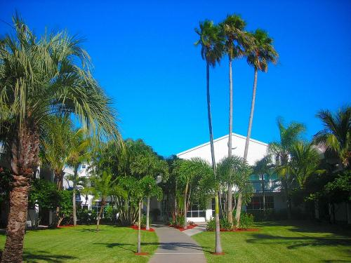Beachcomber Beach Resort And Hotel - St Petersburg, FL 33706