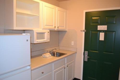 Cottonwood Suites Westminster - Denver, CO 80234