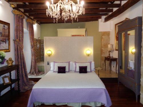Deluxe Double or Twin Room with Spa Bath Boutique Hotel Nueve Leyendas 11