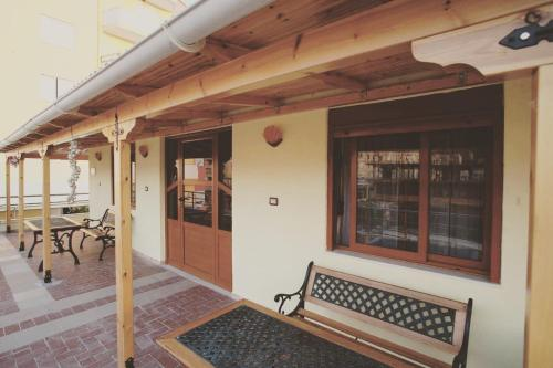 Gold Guest House & Bar