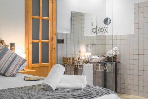 Double Room - Disability Access - single occupancy Manuel de La Capilla 3