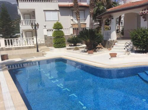 Mahmutlar Beautiful family villa with private pool. online rezervasyon