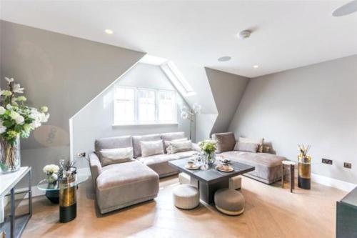 Luxury Royalty Mews Apartments