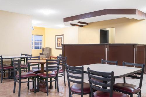 Days Inn By Wyndham Faribault - Faribault, MN 55021