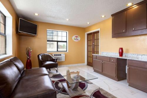 Super 8 By Wyndham Colorado Springs/Afa Area - Colorado Springs, CO 80920