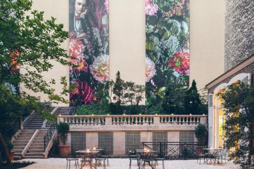20 Rue de l'Arcade, 75008 Paris, France.