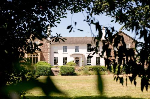 . Glewstone Court Country House Hotel