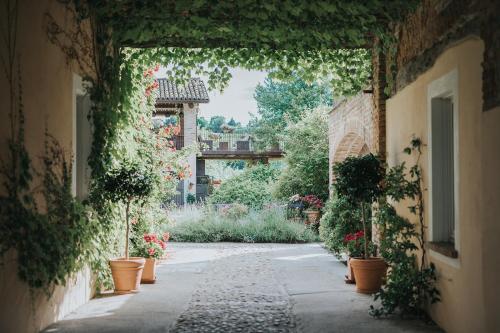 Via Torino 7, Mombaruzzo (Fraz Casalotto), 14046 Asti, Italy.
