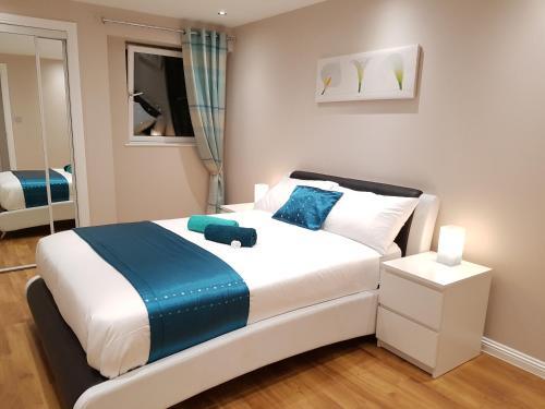 Glasgow's City Centre Refined 3 bedroom apartment - Apartment - Glasgow