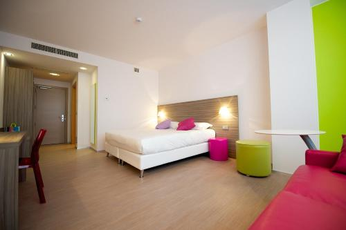 Standard Room with 2 Single Beds and 1 Sofa Bed